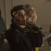 Adam Lambert Intimidates Kurt on GLEE!